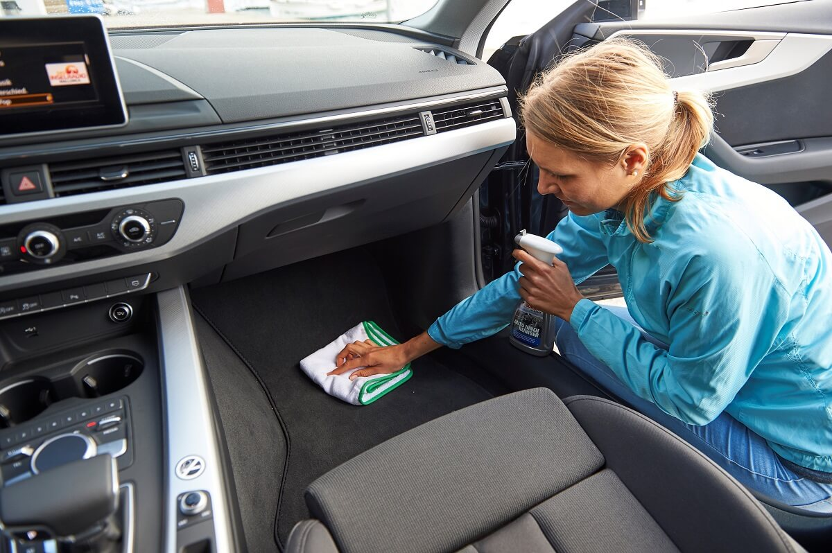Sonax Innenraumhygine im Auto Fußboden